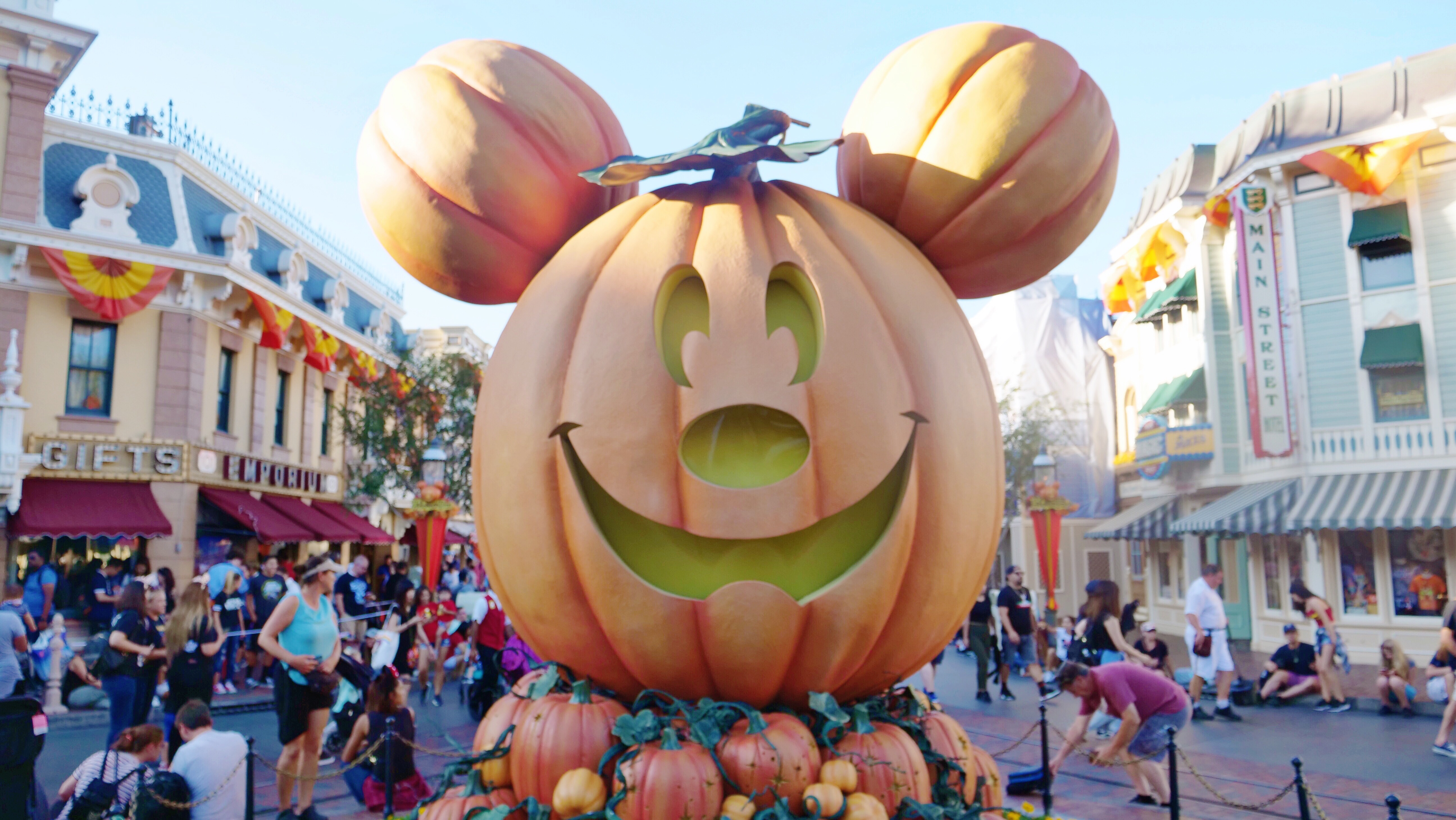 Disneyland Halloween Mickey Pumpkin Main Street