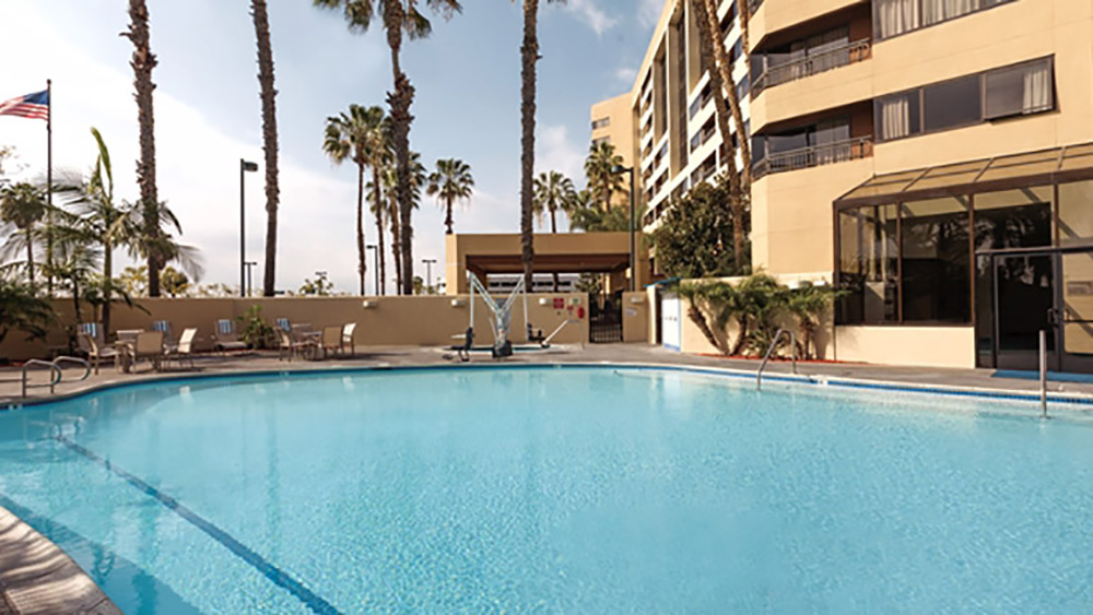 Embassy Suites Anaheim Orange Review Pool