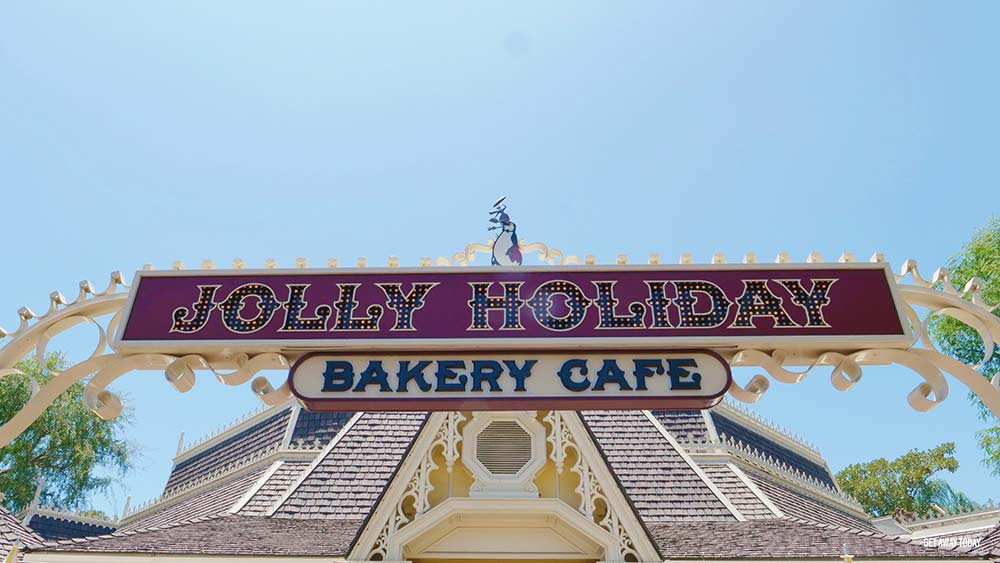 How to Stay Healthy at Disneyland Jolly Holiday Bakery