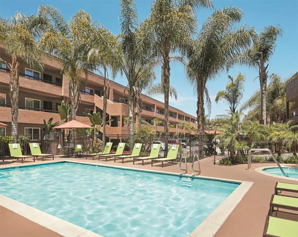 La Quinta Inn and Suites San Diego Review Pool