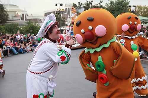 2018 Guide to Disneyland - Holidays Parade