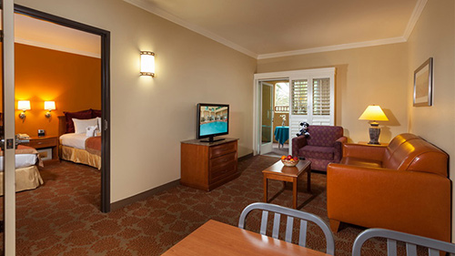 Best Disneyland Hotels For Large Families Fascinating 2 Bedroom Suites In Anaheim Ca