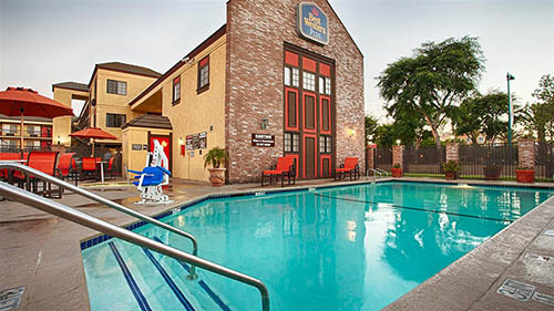 Best Western Raffles Inn Review Pool