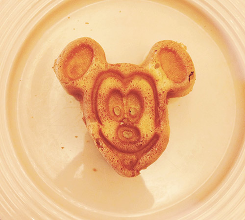 Character Dining at Disneyland Mickey Waffles