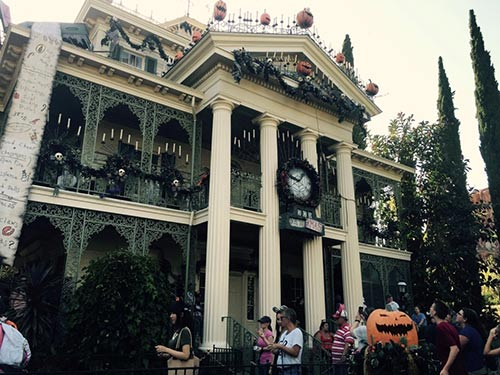 20 scary facts about the haunted mansion at disneyland