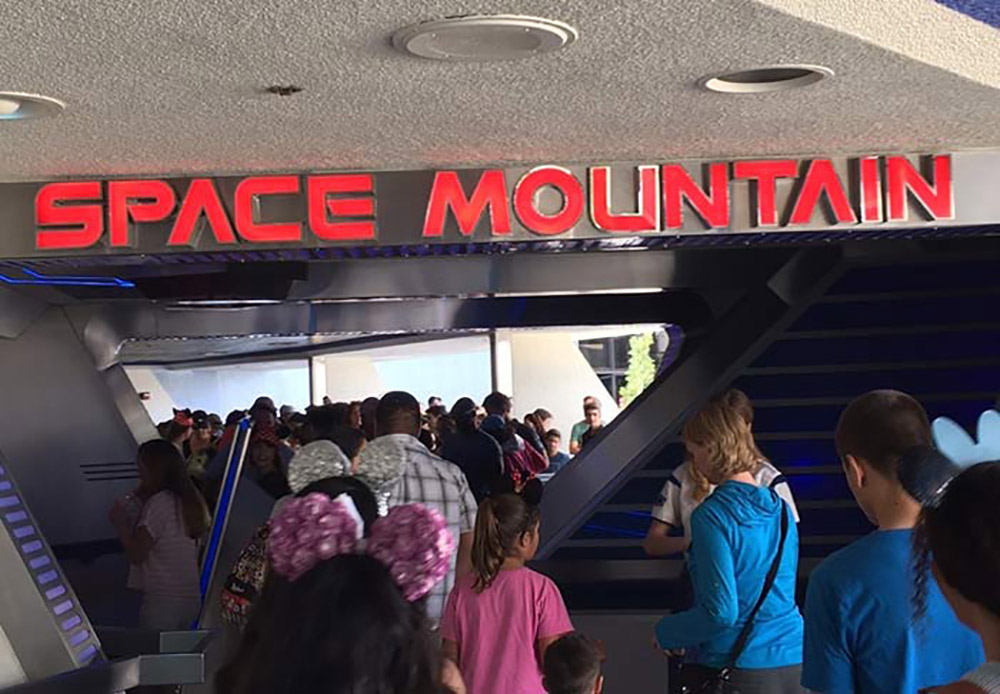 Space Mountain Line