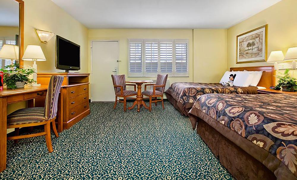 Del Sol Inn Review Room