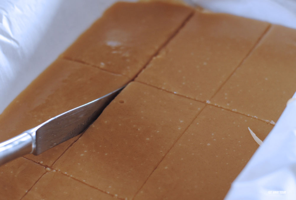 Cutting brown toffee into large rectangles