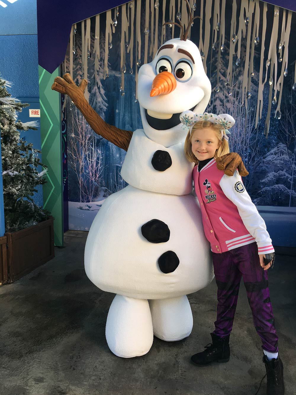 Disneyland Character Guide Olaf