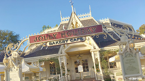 Mobile Ordering at Disneyland Jolly Holiday Bakery