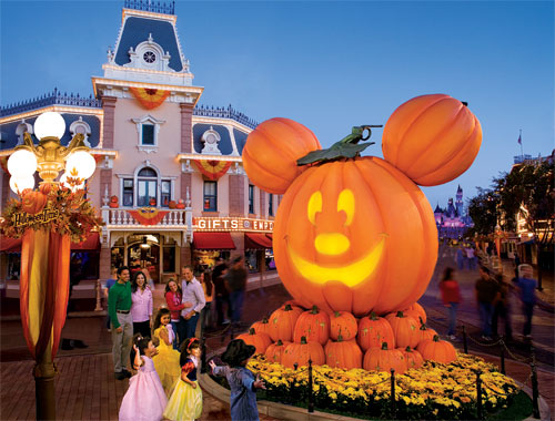 halloween happenings at southern california theme parks
