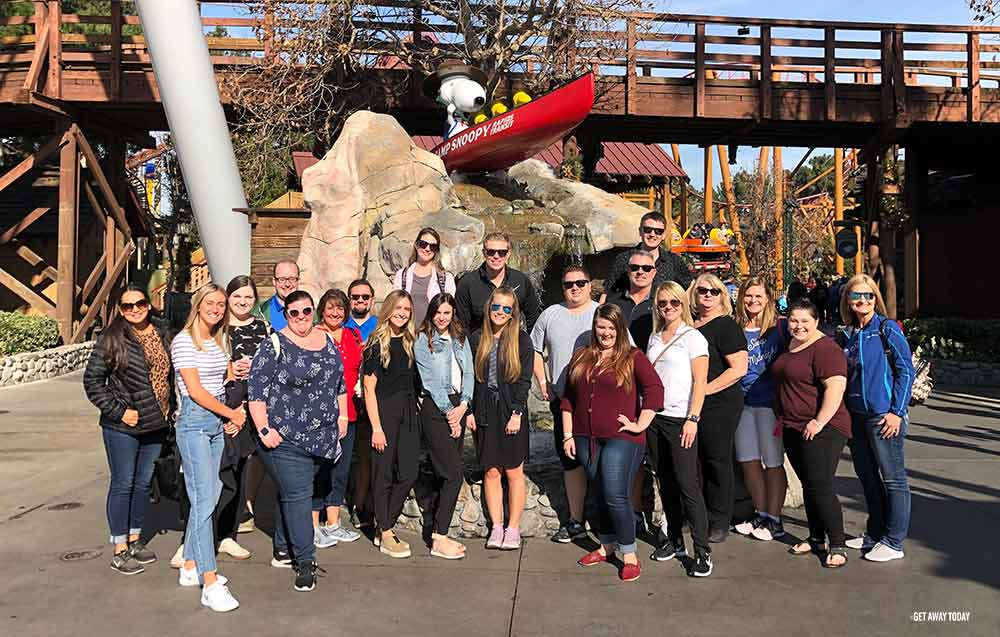 group photo at Knott's Berry Farm