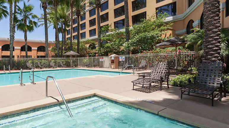 Anaheim wyndham garden grove room tour for The garden room garden grove