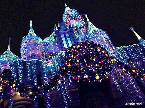 Guide to Holidays at Disneyland 2018 Castle