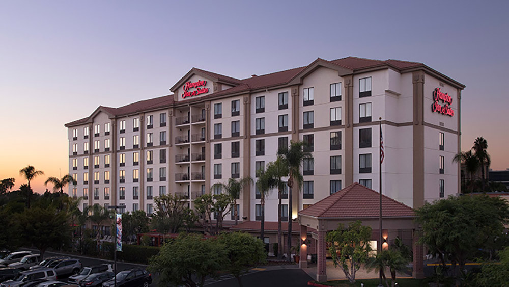 Hampton Inn Anaheim Room Tour Exterior