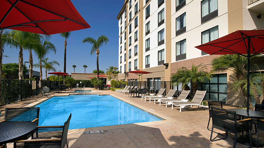 Hampton Inn Anaheim Room Tour Pool