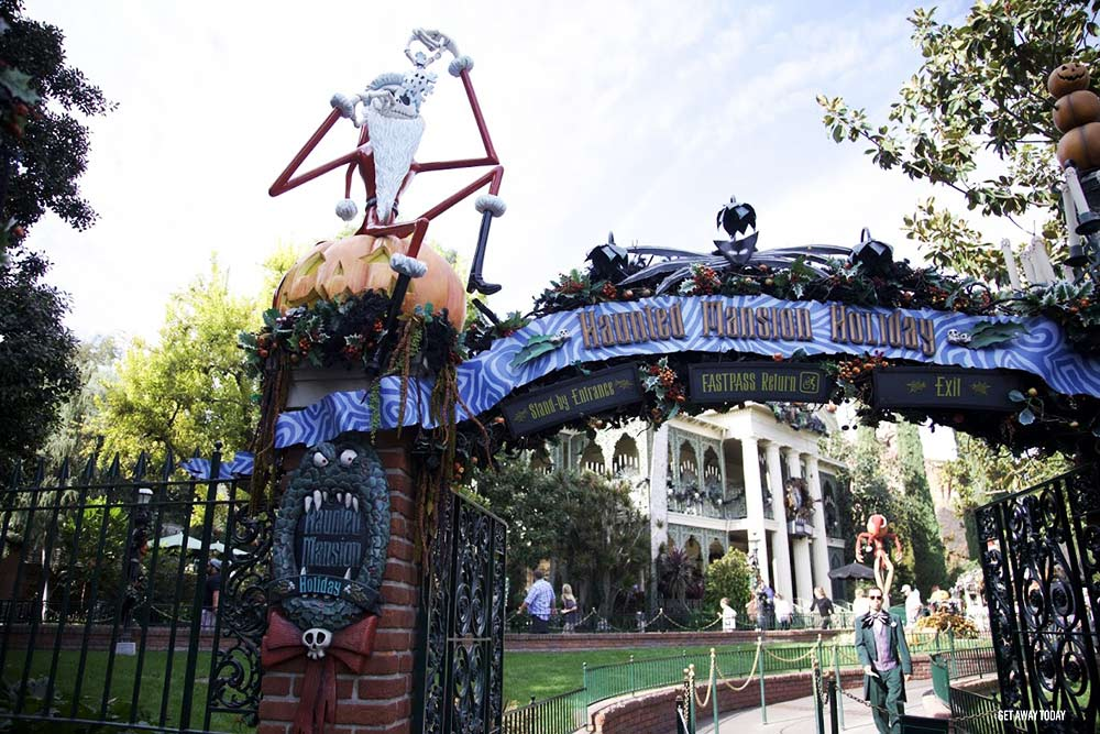 Holidays at Disneyland Resort 2018 Haunted Mansion Holiday