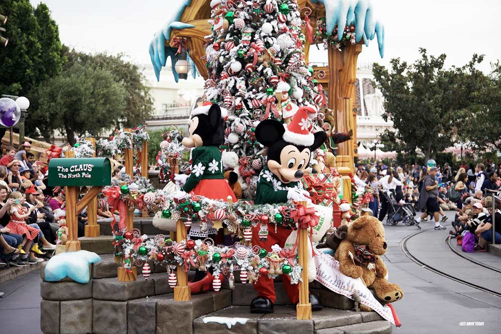 Holidays at Disneyland Resort 2018 Parade