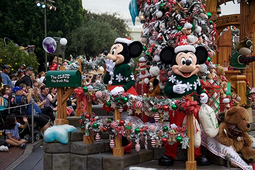 17 Myths About Holidays at the Disneyland Resort