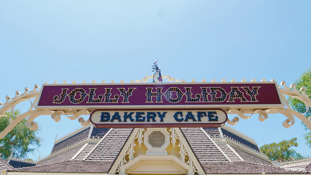 Mobile Ordering at Disneyland Jolly Holiday