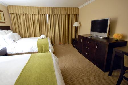 radisson suites hotel buena park spotlight. Black Bedroom Furniture Sets. Home Design Ideas