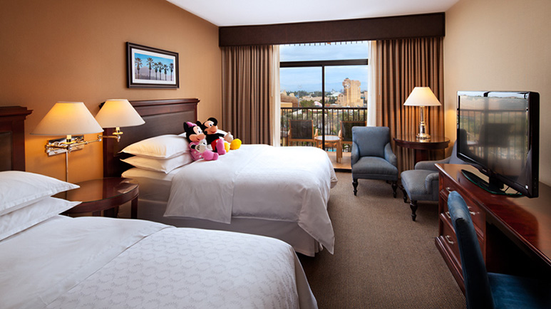 Sheraton Park Hotel at the Anaheim Resort Review Room with 2 Queen Beds