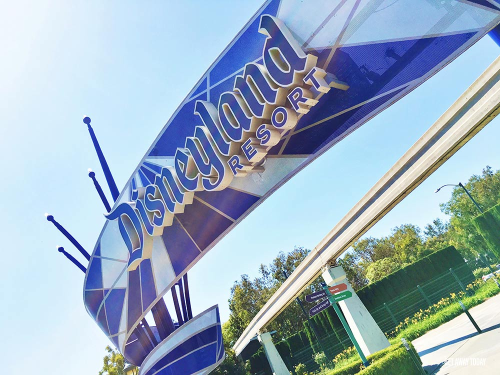 What are the Disneyland shuttle options Entrance