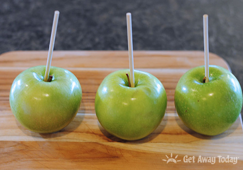Disneyland Halloween Dirt and Worms Apple Recipe apples