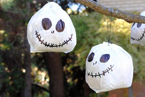 Easy disney inspired halloween yard decorations for Disney halloween home decorations