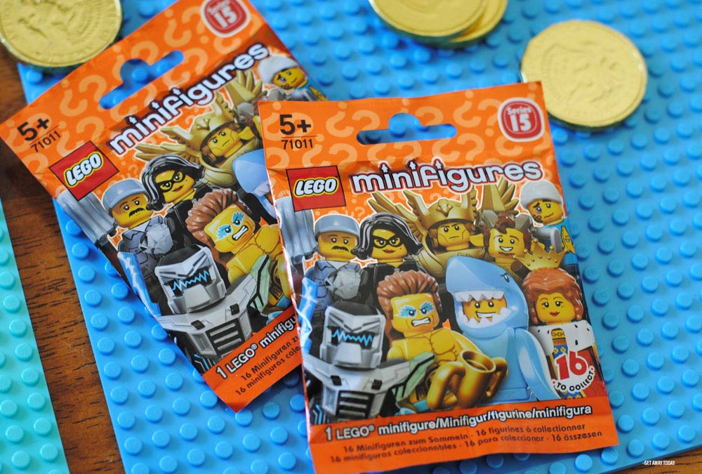 LEGOLAND Castle Hotel Vacation Surprise Minifigures