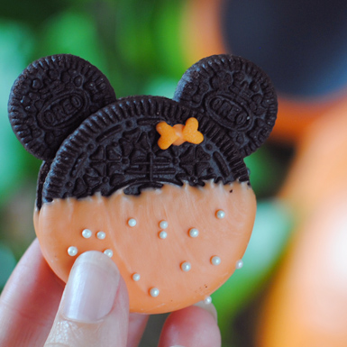 Minnie Mouse Oreo Cookies for Halloween