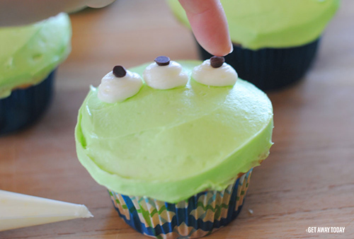 Toy Story Alien Cupcakes Chocolate